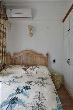 卧室连床衣柜装修效果图