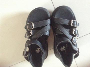 > 可爱的小脚美女看过来:第一篇35码 美鞋转让