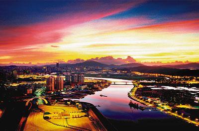 深港合作未来展望 近年来深圳的快速发展也让一河之隔的香港倍感压力图片