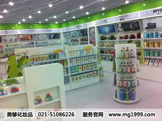 无论是从店铺的选址,还是店铺内部装修的风格款式,还是到了产品的优先