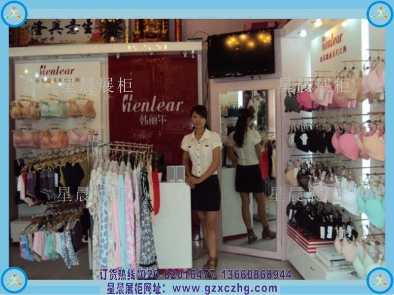 > 小型内衣店装修效果图   广州星晨展柜厂主营:童装展柜,内衣展柜