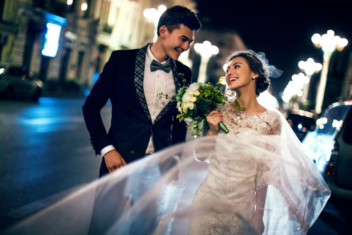 我的浪漫夜景街拍婚纱照{逆序]